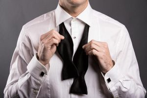 how to tie a bow tie step 1